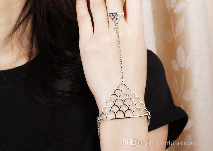 Hot Stylish Fish Scale Shape Metal Chain Bracelet Bangle With Finger Ring Link Punk Rock Brand Degign street snap rock and roll Hand Chain