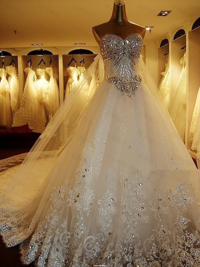 Luxury Crystal Beading Bröllopsklänningar med Royal Lace Train Sweetheart Bridal Dresses Real Photos Lace Up Plus Size Bröllop Bröllopklänningar