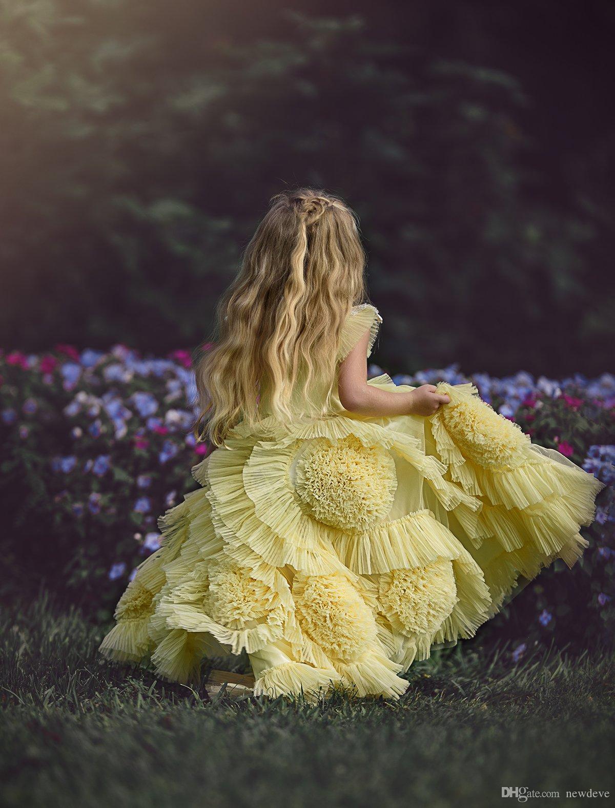 Robes de fille de fleur jaune pour mariage sur la plage