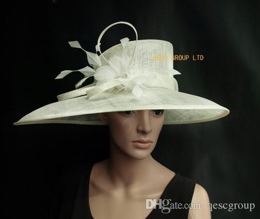 Chapéu de marfim Sinamay Hat Igreja para ocasião formal.Brim largura 19,5 centímetros na maior parte.