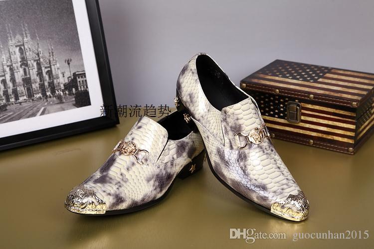Alta Qualidade Novo Design de Couro Genuíno Serpente Mens Sapatos de Vestido De Metal Toe Estrela Decoração Slip-On Oxfords Masculino Clássico Sapatos de Negócios de Moda