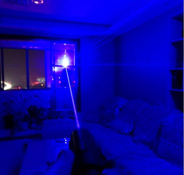 ¡Caliente! Fuerza fuerte punteros láser azul militar 500000m 450nm LED SOS LAZER Luz de linterna + 5 tapas + gafas + cargador + caja de regalo Caza
