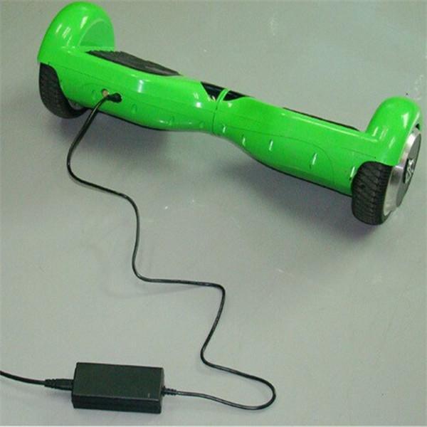 hoverboard charger 42V 2A CE 인증 안전 충전기 2 개의 바퀴를위한 보편적 인 충전기 똑똑한 자기 균형을 잡는 스쿠터는 격판 덮개 표류하는