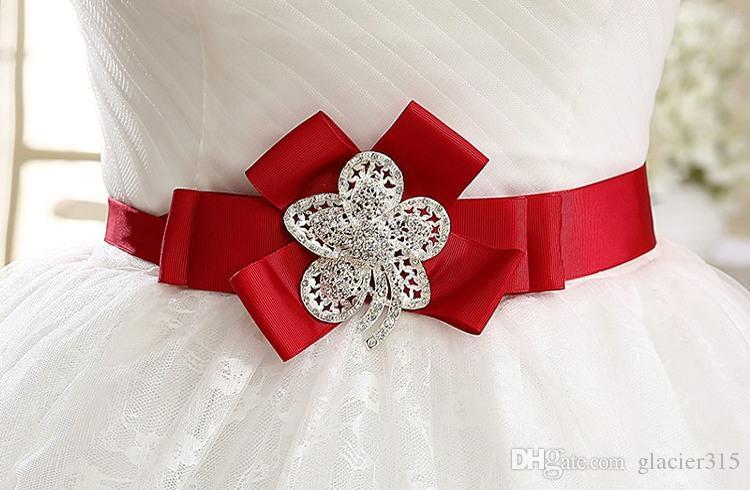 Livraison gratuite nouvelle vente coréenne mariée dentelle Red Bow longueur de plancher sans bretelles Sweet Princess robes de mariée robe de mariée en cristal HS564
