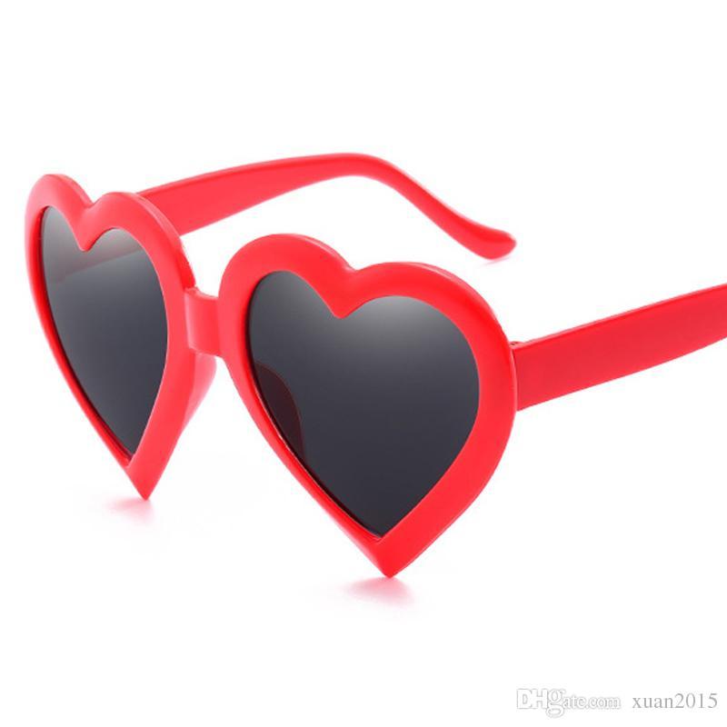 cc0192a2ec Compre Forma De Amor Gafas De Sol Del Corazón De Las Mujeres De Diseño De  Marca Retro Gafas De Plástico Gafas De Sol Gafas De Sol Femenino Uv400 Y232  A ...