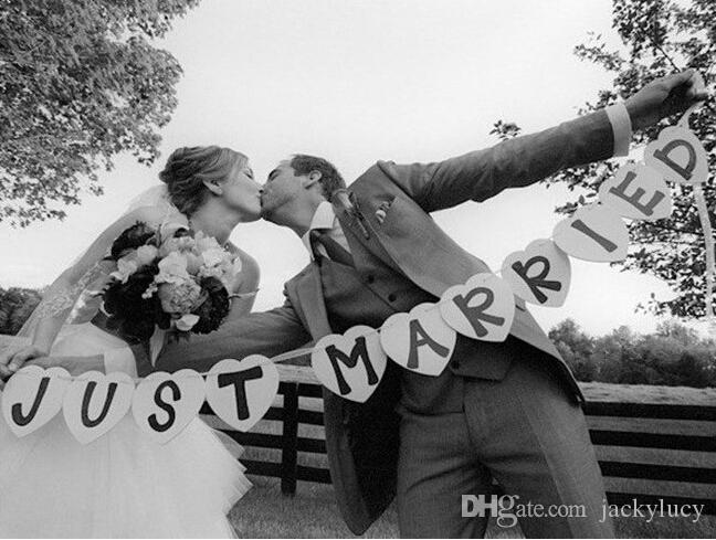 Heart Shaped JUST MARRIED Wedding Banner Bride and Groom Shooting Props Photo Booth for Wedding Reception Party Decoration Supplies