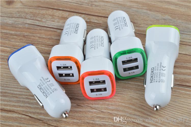 Çift USB Araç Şarj Adaptörü cep telefonları için cep telefonları için Evrensel 5V 2.1A + 1A LED Işıklar