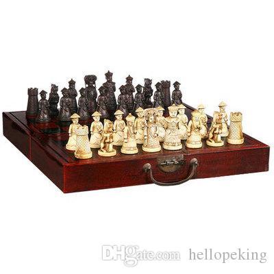 المقتنيات الرخيصة الصينية الخشب مربع الجلود مع 32 قطعة مجموعة الشطرنج