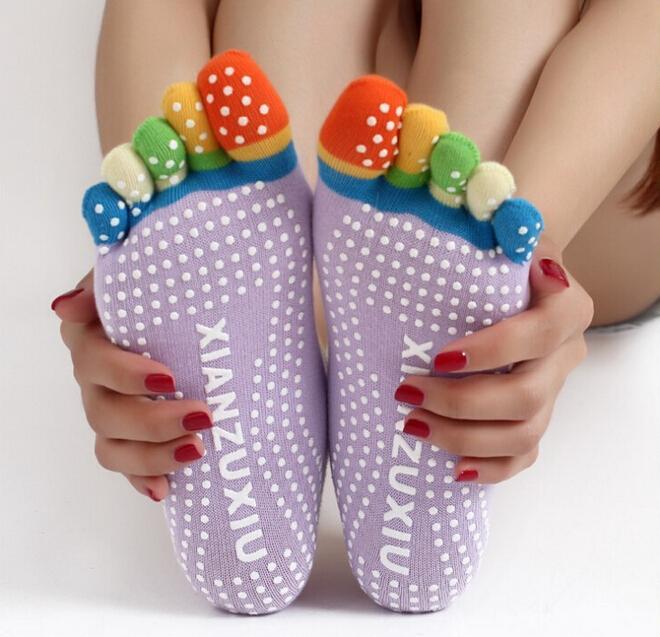 Yüksek Kaliteli Renkli Yoga Çorap 5 Toes Pamuk Çorap Egzersiz Spor Pilates Kadınlar Için Rahat Ayak Masaj Çorap Ücretsiz Kargo
