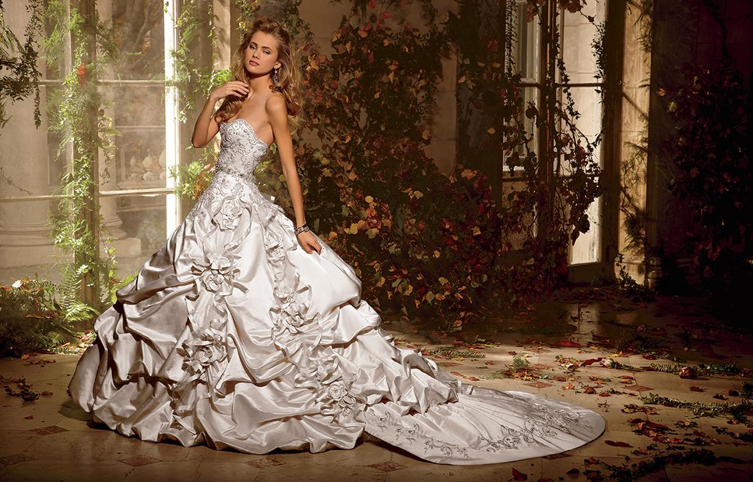 16 Beautiful Wedding Dresses For 2016 From Vintage To: Victorian Ball Gown Wedding Dresses 2016 Sweetheart