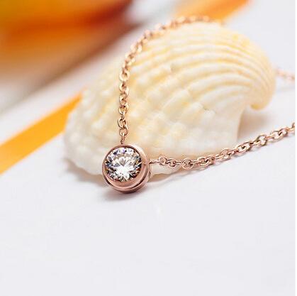 Style classique, collier avec un petit diamant de pédant, noble et délicat pour les femmes, livraison gratuite et de haute qualité