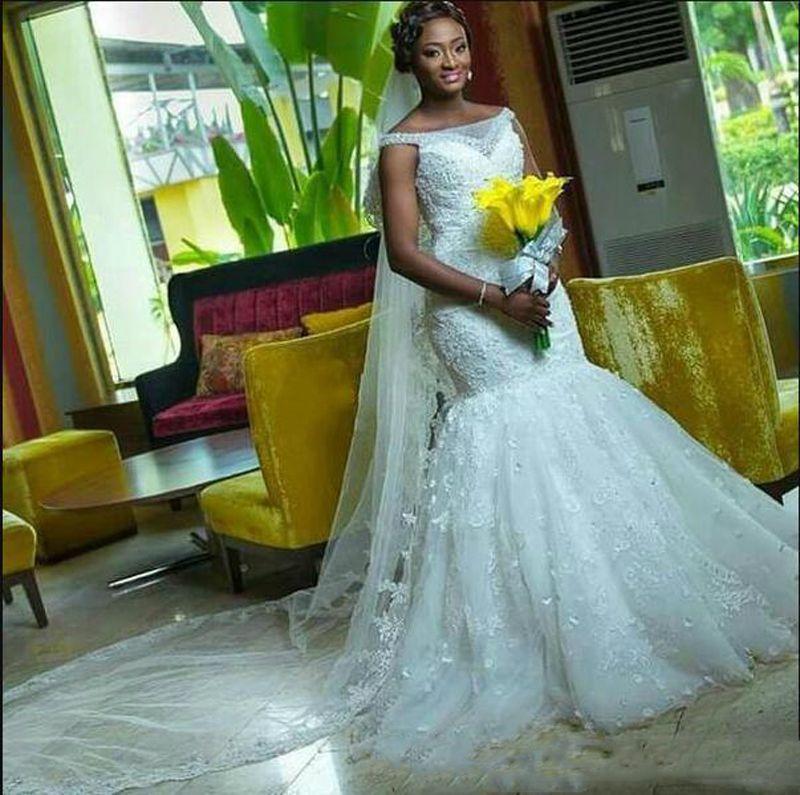 2017 Rich African Formal fuera del hombro sirena vestidos de novia apliques de encaje vestido de novia de las mujeres con velo libre
