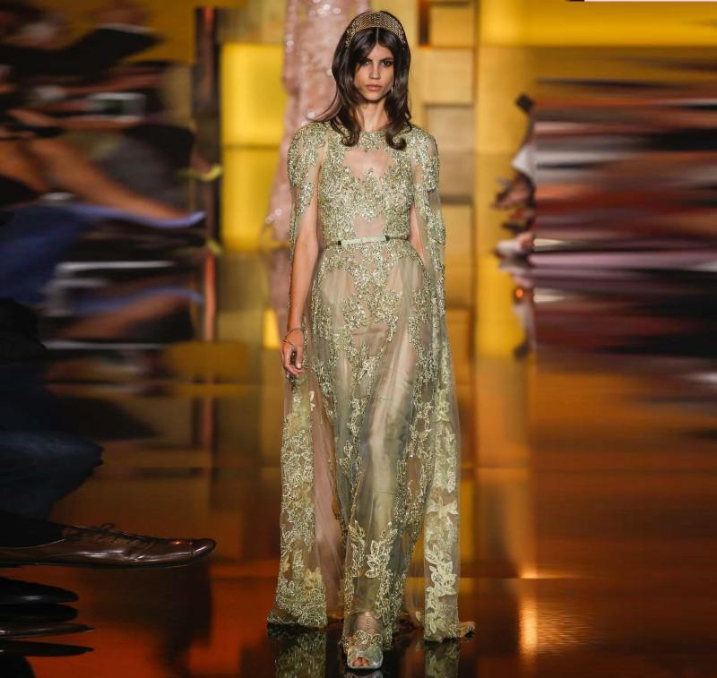 Elie Saab 2016 Vestidos de Baile de Ouro Sheer Ver Através de Apliques Brilhantes Vestidos de Noite Com Manto Custom Made Formal Vestidos de Festa de Pista