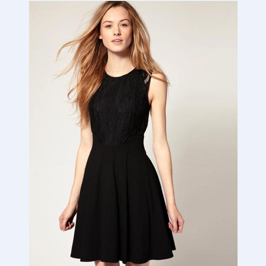 Vestido negro con encaje en la cintura