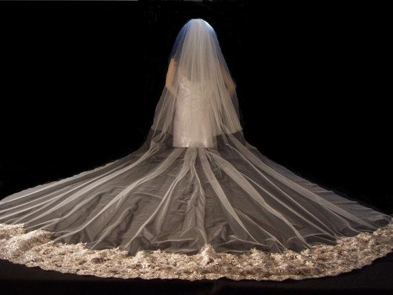2015 Bling Luxury Gold Lace Sequins Veils Wedding Cathedral