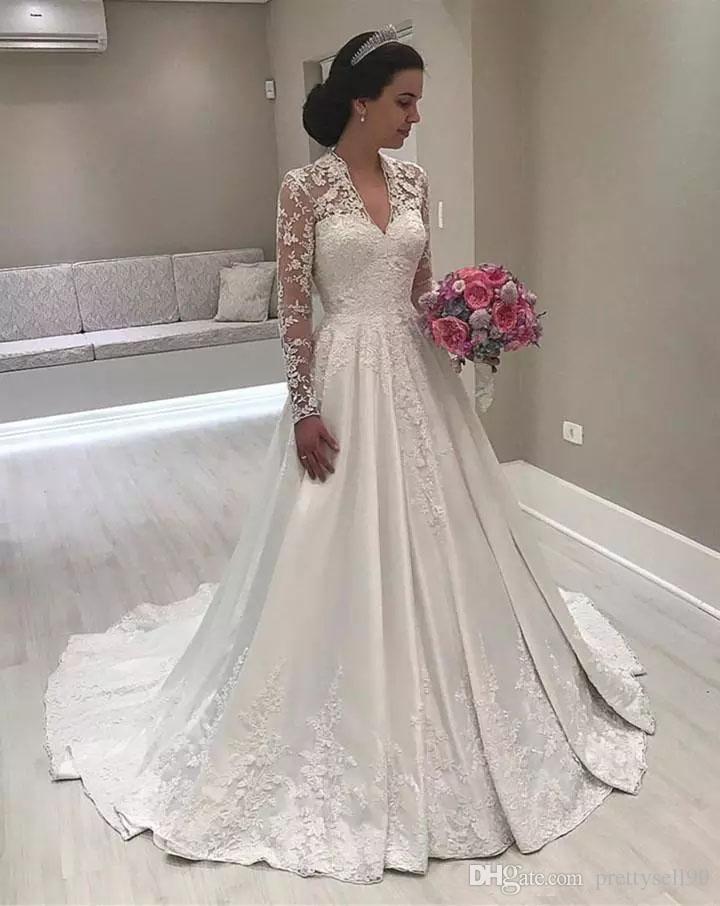 Stunning Vintage-V-Ausschnitt Muslim Spitze Brautkleider 2018 mit langen Ärmeln Applikationen Sweep Zug einer Linie Hochzeits-Brautkleider
