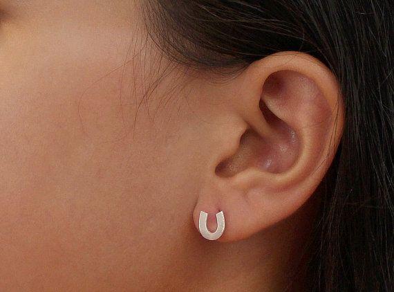 - S045 Gold Silver Lucky Horseshoe Stud Earrings Horse Shoe Hoof Earrings Cute Letter Alphabet Initial U Stud Earrings
