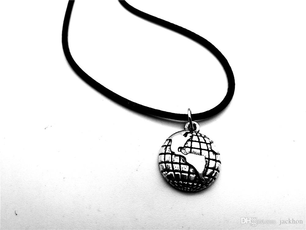 Outline Globe World Map Pendant Necklace Travel Global Planet Earth Leather Rope Necklaces Personality Graduation Geography Gifts