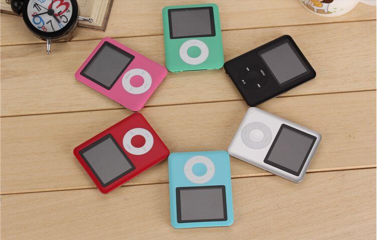 높은 품질 3TH 1.8 인치 8 기가 바이트 / 16 기가 바이트 / 32 기가 바이트 MP3 플레이어 라디오 FM 게임 mp4 4TH 무료 배송