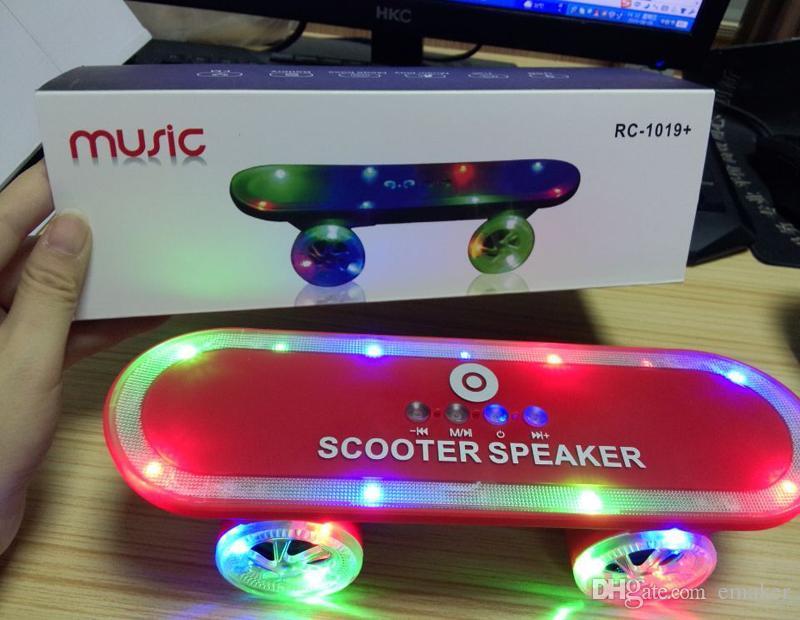 Noel Hediyesi LED Flaş Kick scooter Mini bluetooth hoparlörler kablosuz Masa pc telefon için Subwoofer Stereo Taşınabilir Kaykay hoparlör DHL