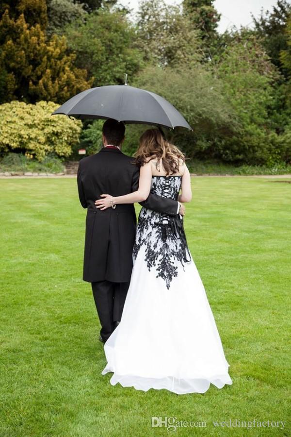 Victoria Gotik Gelinlik Vintage Ucuz Gelinlikler Siyah Dantel ve Beyaz Şifon Bahçe Gelinler Elbise Sevgiliye Dantel-up Geri