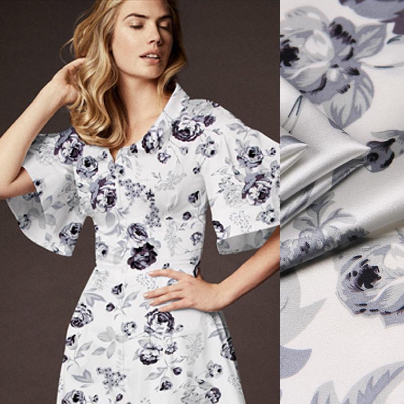 0e051f0a89 Compre 118 Cm De Largura 19mm 93% Seda 7% Spandex Cinza Estampa Floral  Branco Trecho De Seda Tecido De Cetim Para A Camisa De Vestido Roupas  Cheongsam D841 ...