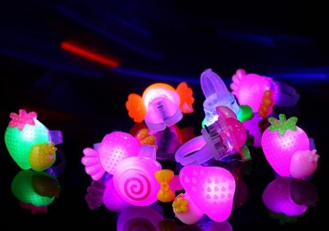 Clignotant Gelée LED Bande Dessinée Anneau Pinata Remplisseurs Enfants Fille Partie Favor Sac De Danse Fête D'anniversaire Cadeaux LED Jouets