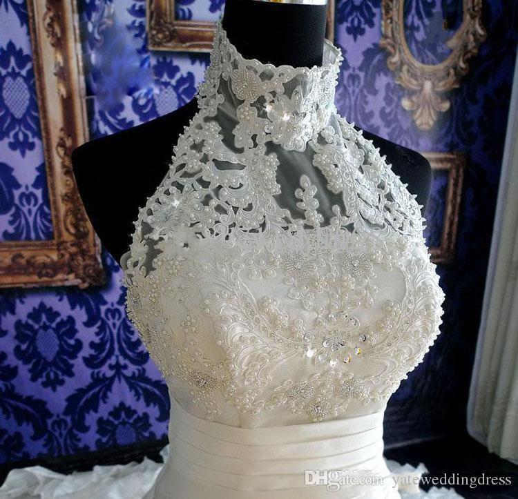 Eleganta vita bröllopsklänningar halter Baklösa pläter Organza Brudklänning Pärlor Beaded Sweep Train Flouncing Wedding Dress 2019 Summer