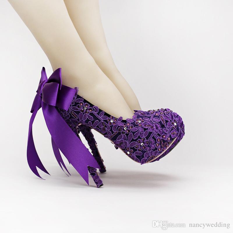 Zapatos de novia Rhinestone Fower de moda de tacón alto Zapatos de boda de encaje púrpura Zapatos de mujer de cristal de plataforma hermosa alta calidad