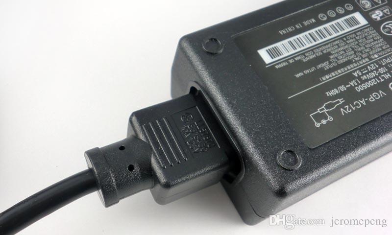 12V 5A 60W Светодиодный светодиодный трансформатор, столовый стиль питания AC / DC адаптер для светодиодной полосы света