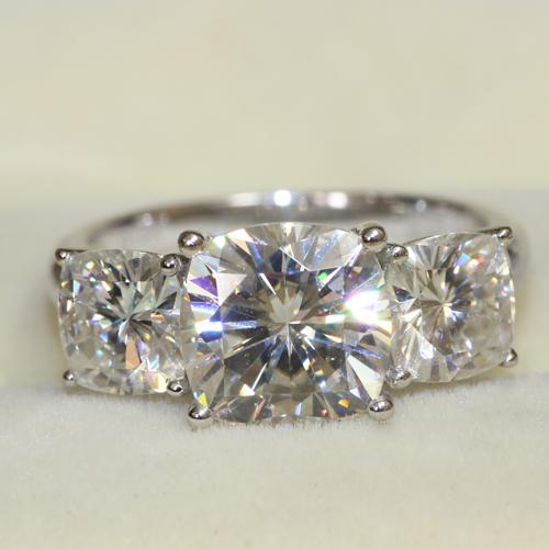 013 Luxruy Charles Colvard Brand 5 Cushion Cut 3 Stone Moissanite Wedding Engagement Anniversary Ring Genuine 14k White Gold
