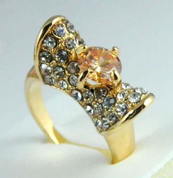 Ücretsiz Kargo 1 adet Dayanılmaz Fashional 14 K altın dolgulu yuvarlak zirkon kesim kristal kadın yüzük hediye Alyans