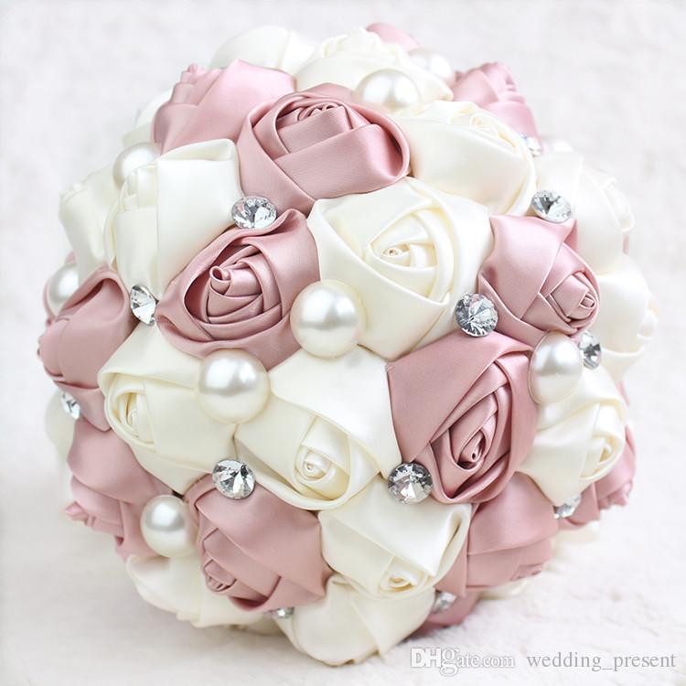 2017 Hot Hide Powder Wedding Bridal Bouquets with Handmade Pearls Rhinestone Flowers Wedding Supplies Pink Rose Bride Holding Brooch Bouquet