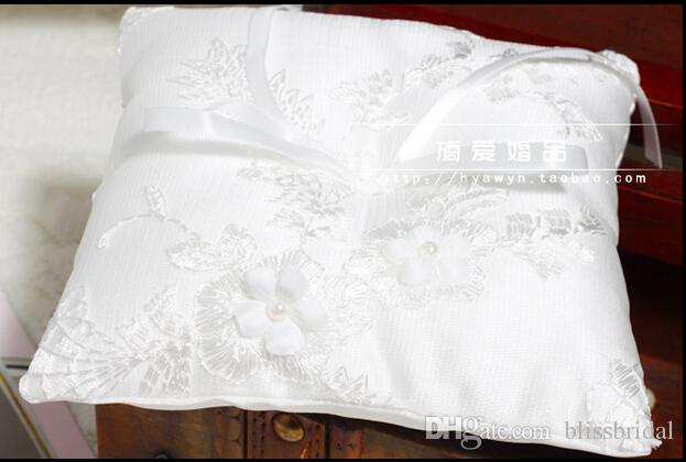 White Ivory And White Wedding Ring Pillows With Ribbow Bow Flowers Applliques Bride And Groom Pillows For Rings