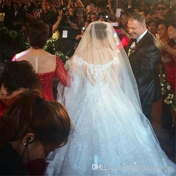 럭셔리 두바이 웨딩 드레스 어깨 라인 떨어져 파란색 된 레이스 Appiques 대성당 기차 신부 드레스 환상 다시 비싼 세공