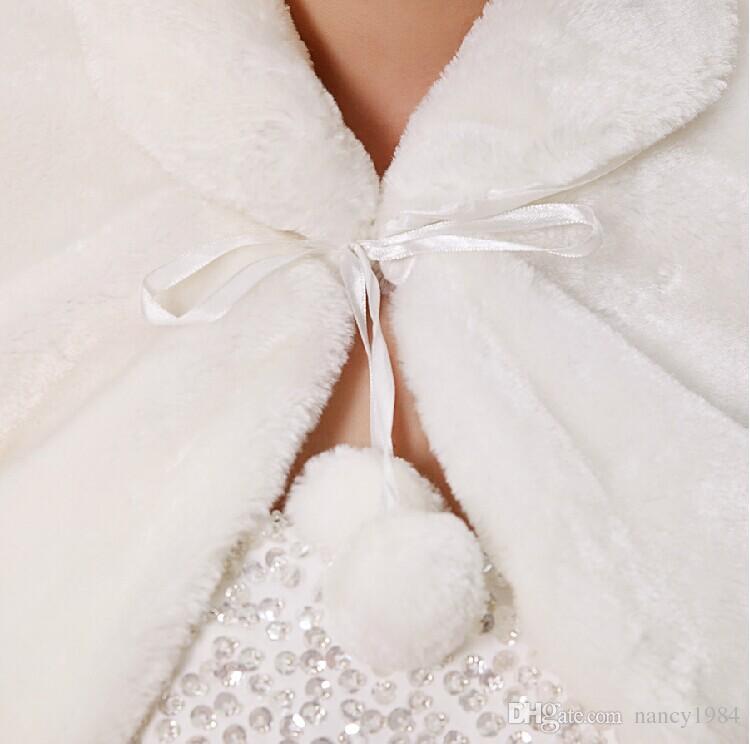 Darmowa Wysyłka Zimowa Panna młoda Kurtka Ślubna Taśmy Zmarszczki Długi Rękaw Ślubny Płaszcz Fałszywy Futro Okładki Peleryny