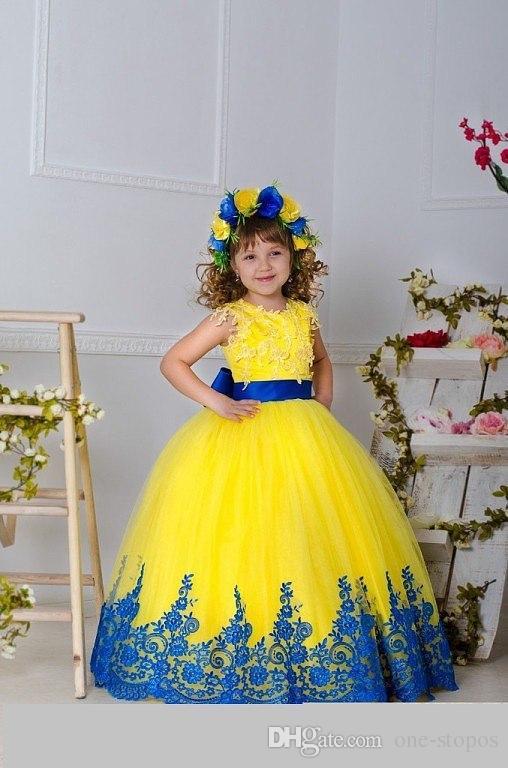 2016 Nouveau Jaune Tulle Dentelle Fleur Fille Robes Pour Le Mariage Ras Du Cou Sans Manches Noir Applique Ceinture Arc Long Filles Pageant Robes BO9374