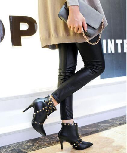 Apontou Toe Rebites Spikes Ankle Boots Para A Mulher de Couro Preto Patchwork Buckles Strap Fino de Salto Alto Botas de Inverno Quente