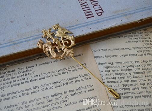 Unisexe or dragon bouclier broches costume chemise corsage revers bâton broche chaîne broche bijoux cadeau pour les femmes hommes en gros