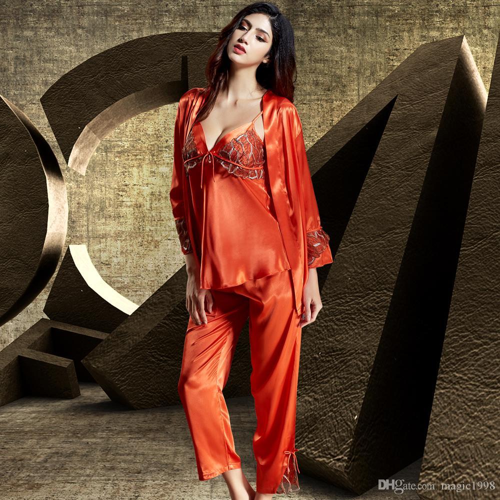 Großhandel Mode 2018 Neue Frauen Pyjamas Drei Stück Emulation Silk  Sleepwear Sexy Spitze Stickerei Pijama Weibliche Volle Hülse Pijama 1531  Von Magic1998 a7d9c92d4