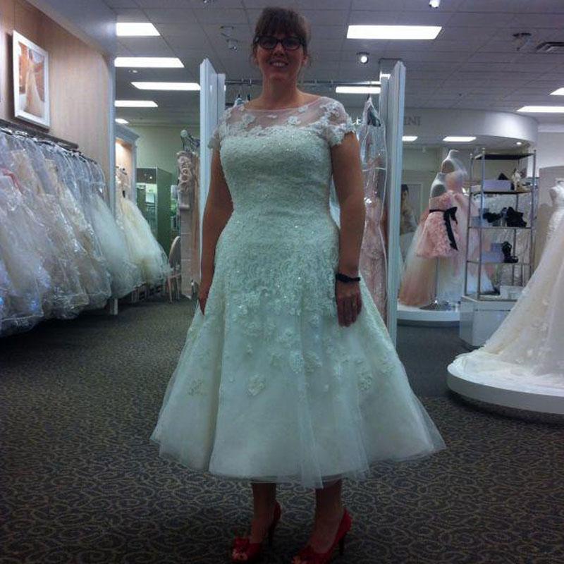 Elegant Short Beach Sequins 2016 Wedding Dresses Tea Length Cap Plus Size Lace Applique A-Line Cheap Garden Bridal Ball Gowns Sweep Train