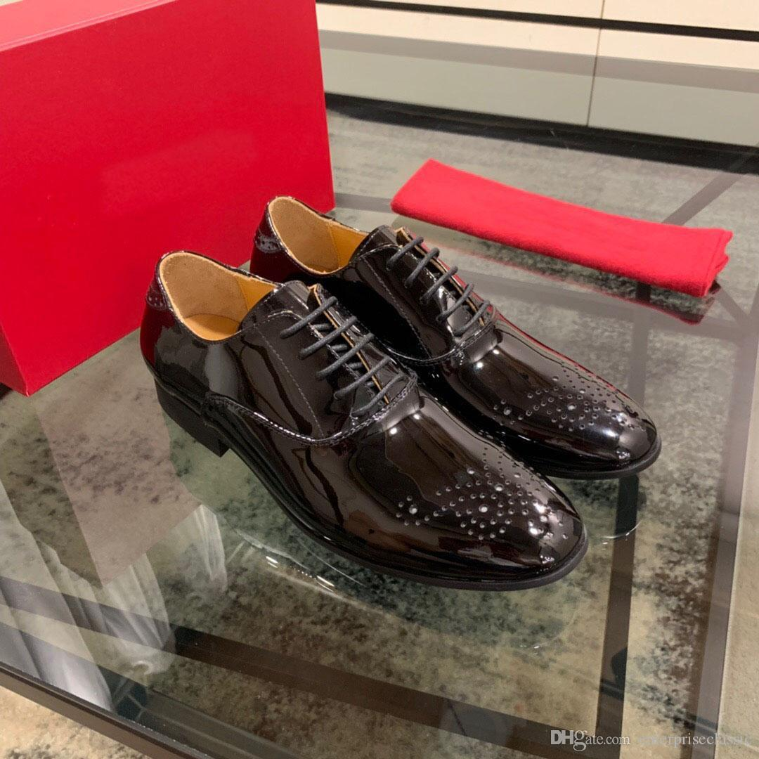 Uomo formale Business Office Dress Moda Scarpe brogue di nozze marca di brevetto Designer appartamenti del cuoio di formato Zapatos Hombre 38-44