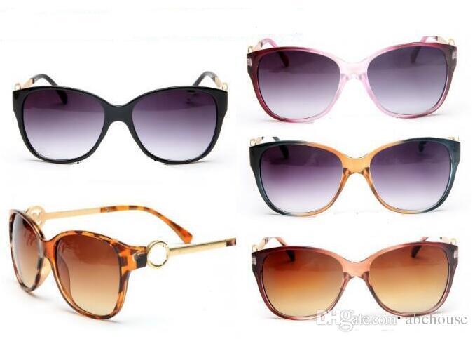 9164e5189512a Compre Marca Preço De Fábrica Óculos De Sol Venda Quente Marca De Moda  Designer De Óculos De Sol Mulheres Óculos De Sol Clássico Eyewear Grande  Frame Óculos ...