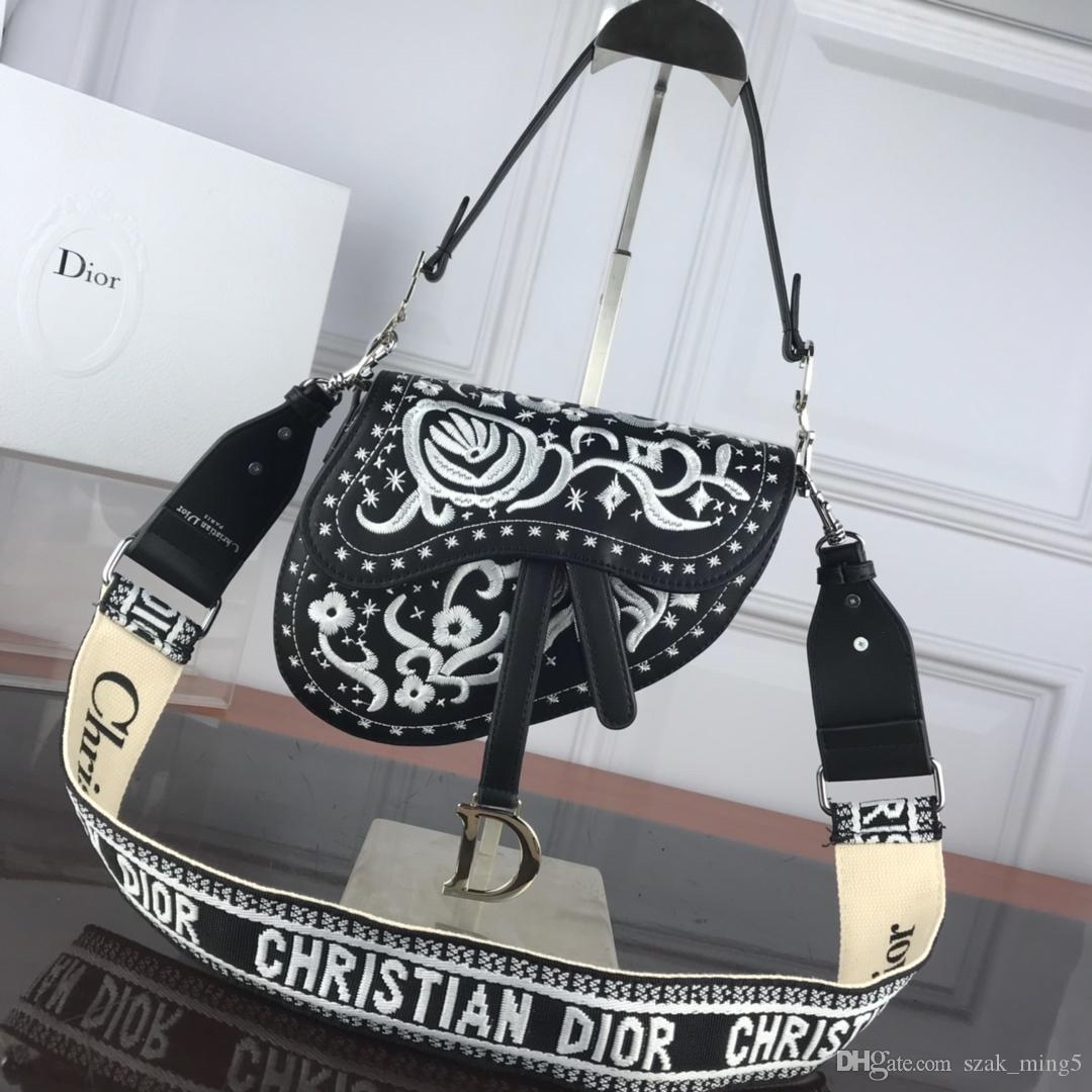 Fashionable luxury saddle bag Ms. handbags Embroidered bags Leather production Large capacity Luxury atmosphere Model: 98922 A11