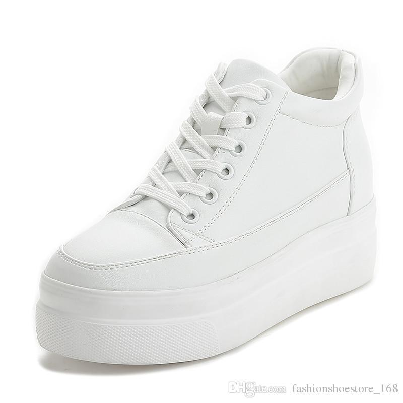 0a9c865f4 Compre Cunha Escondida Sapatos De Plataforma Mulheres Altura Crescente  Sneakers 7 CM Casual Sapatos Brancos Mulheres PU Lazer Lace Up Tênis De  Plataforma ...