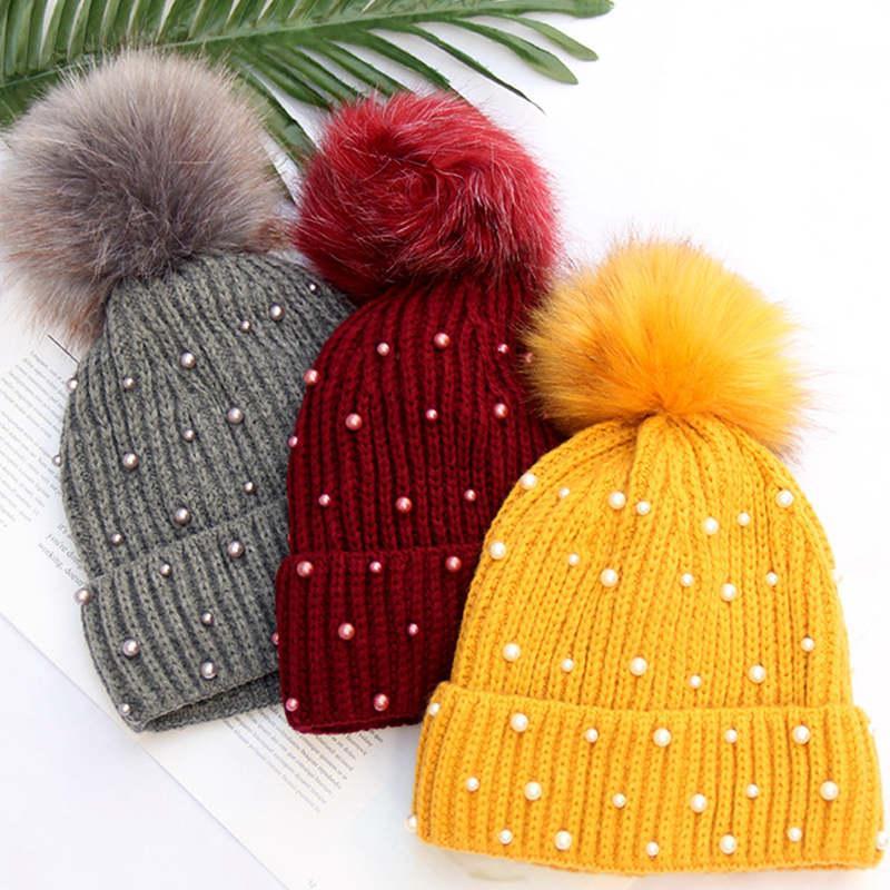 b2192c3ff Compre Sombreros De Invierno Para Mujer Pompon De Punto Skullies Gorros De  Lujo Decoración De La Perla De Invierno Gorras Invierno Gorros Mujer  Chapeau ...