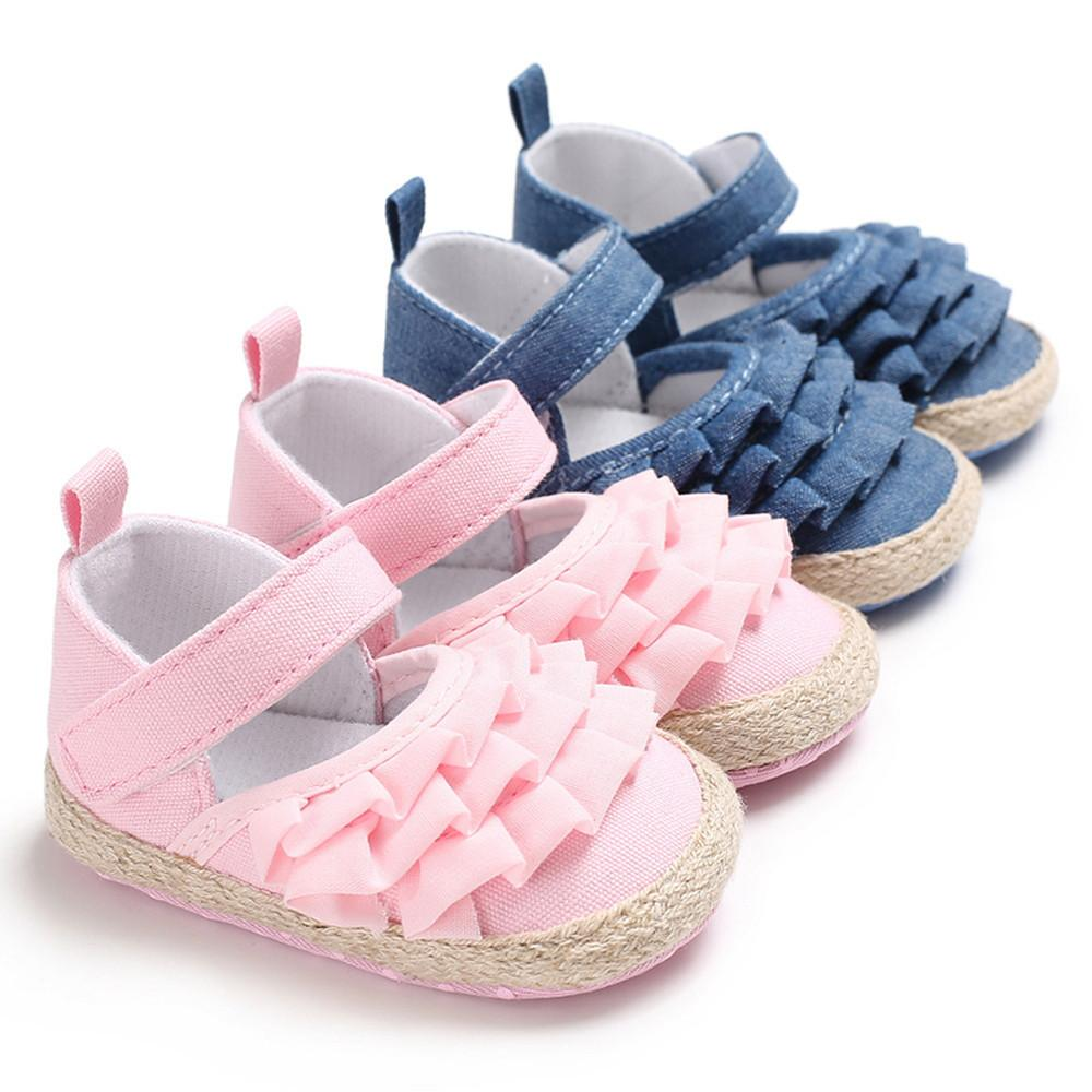 acc343911cf Compre Buena Calidad Zapatos Escolares Para Niñas 2019 Niños Niña De  Dibujos Animados De La Colmena Suave Antideslizante Zapatos De Fiesta  Dropshipping A ...