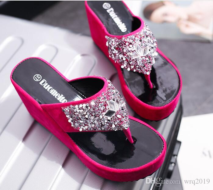 a57d1f53a6bf Sandalias y zapatillas mujer verano 2018 nueva moda pedrería cuñas toe  chanclas zapatillas de esponja de fondo grueso al por mayor