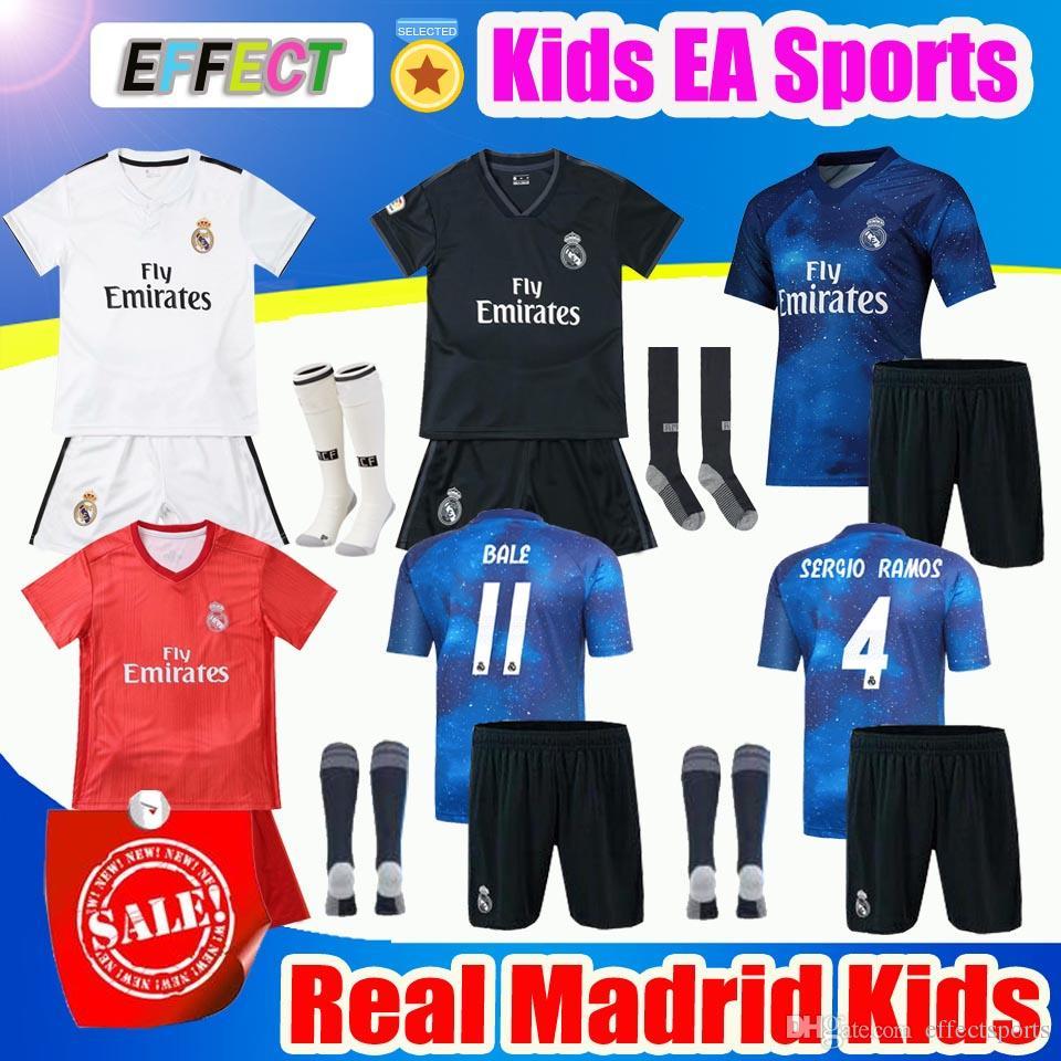 1b5ff2301 Großhandel 2019 Real Madrid Ea Sports Kinder Trikot Trikots 2018 19 Home  White Away 3. Platz 4. Junge Kind Jugend Modric ISCO BALE KROOS Fußball  Shirts Von ...