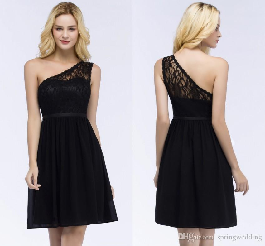 a398880e6ef Compre 2019 Verano Encaje Negro Corto Vestidos De Baile Sexy Un Hombro  Espalda Abierta Vestido De Fiesta Por La Noche Robe De Soiree Courte CPS864  A $43.37 ...